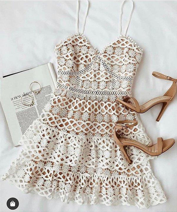 Vestido com babadinhos nude + branco