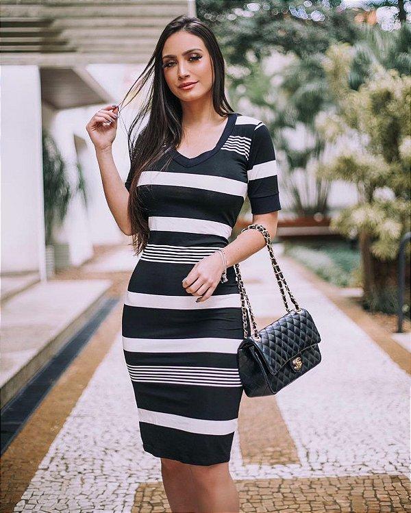 Vestido de manguinha midi em viscolycra - Listrado preto e branco