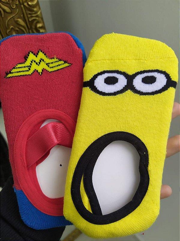 Kit com 2 meias sapatilhas infantis - Mulher Maravilha e Minnion - Tamanho P