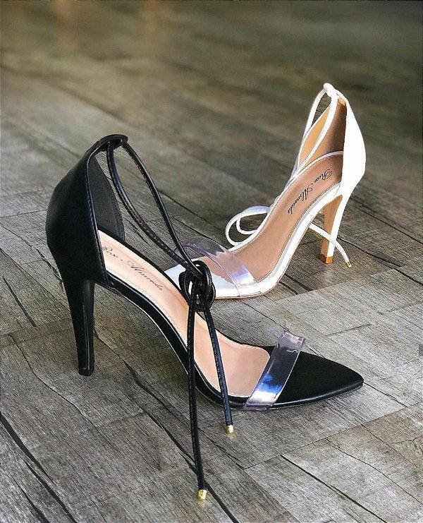 Sandália com tira transparente e bico folha - Preta