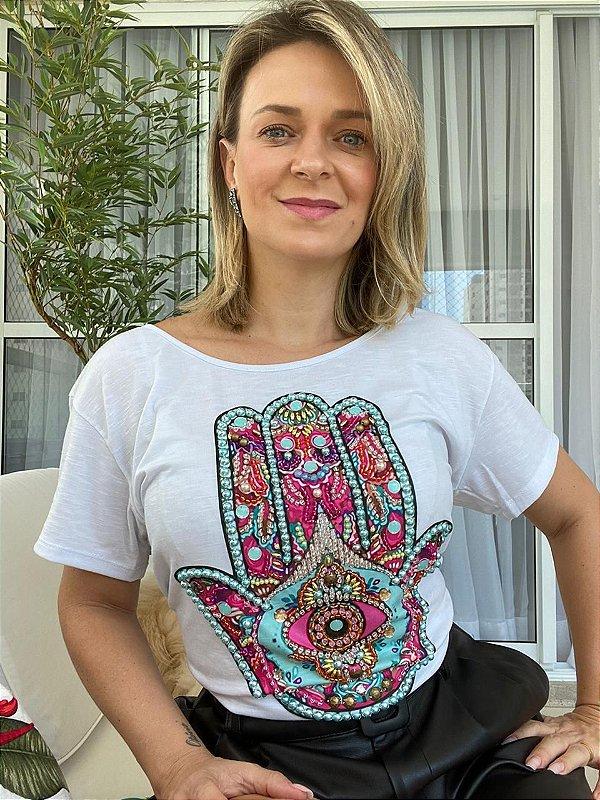T-shirt bordada à mão até o tamanho Plus Size na cor branca - Mão