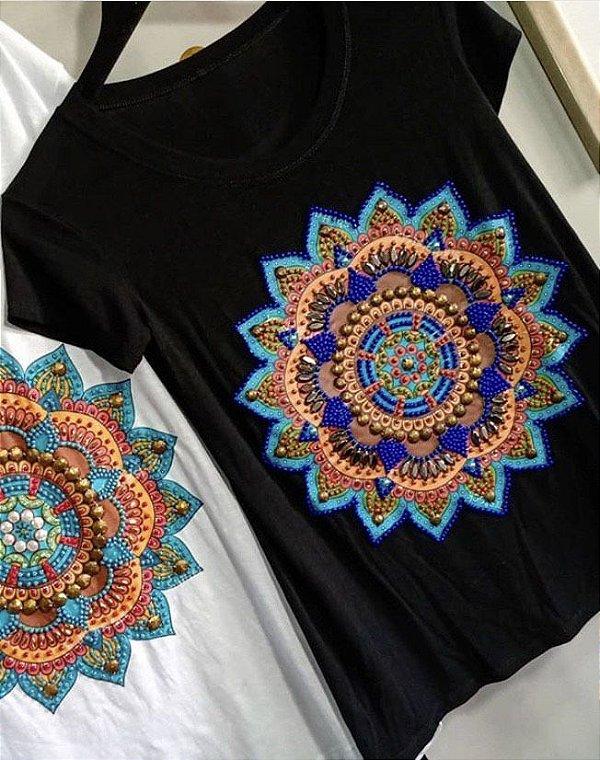 T-shirt bordada à mão até o tamanho Plus Size - Mandala Preta