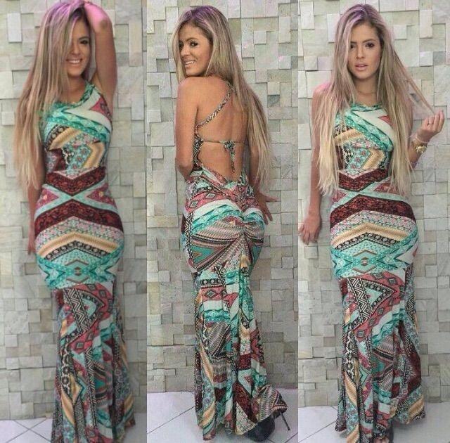 Vestido longo com estampas divinas e costas aparente