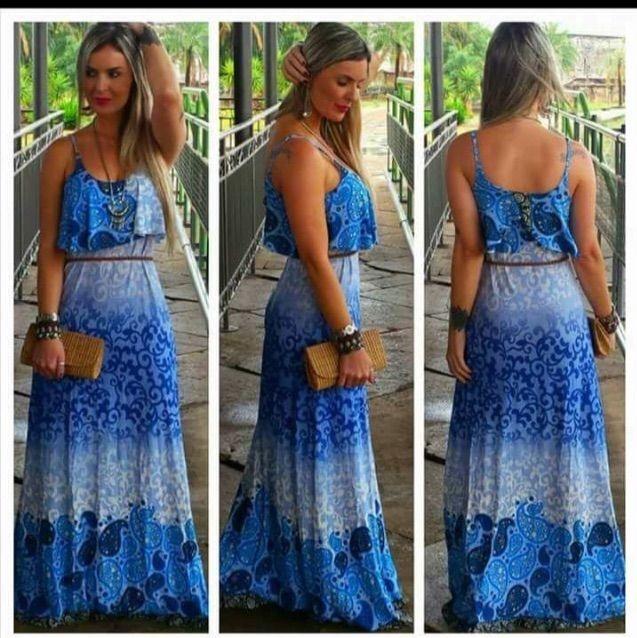 Vestido longo estampado em tons de azul