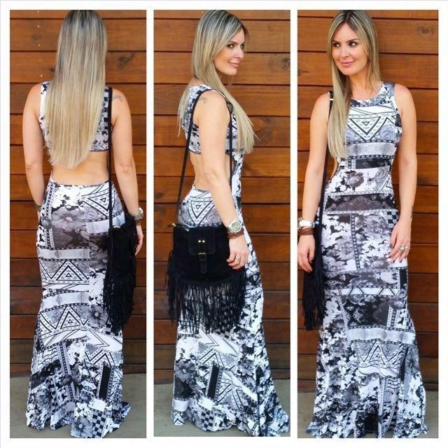 Vestido longo sereia com recorte nas costas e estampa PB