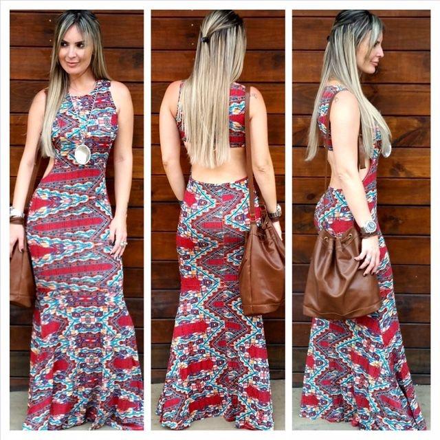 Vestido longo com estampas geométricas em cores vibrantes