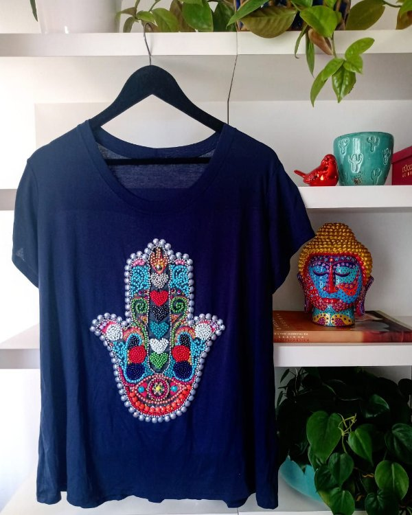 T-shirt bordada à mão até o tamanho Plus Size na cor azul - Mão