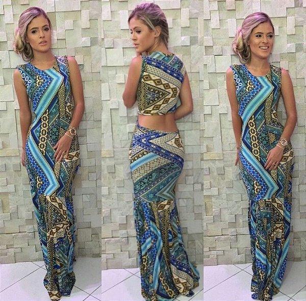 Vestido sereia longo com estampa em tons de azul