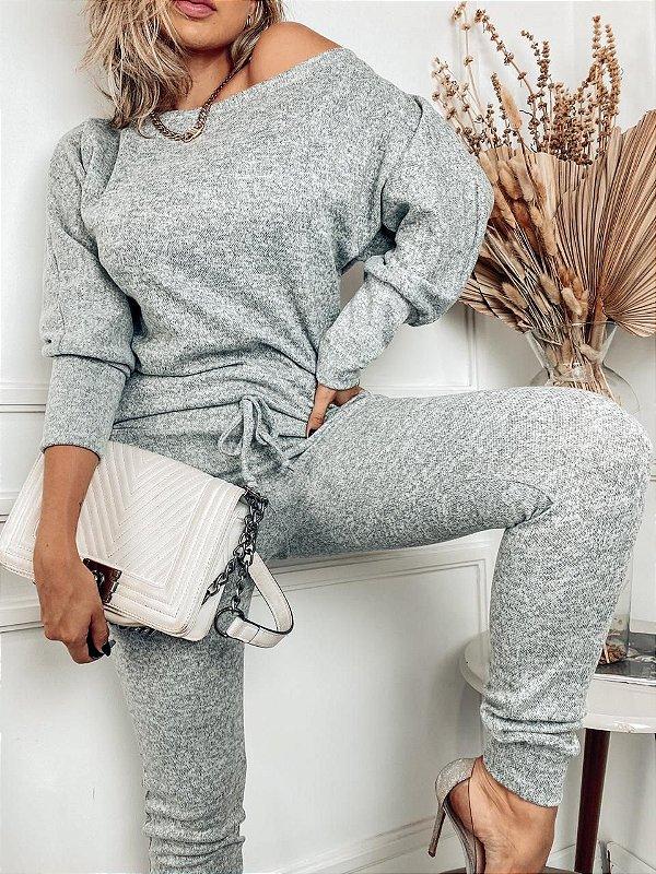 Conjunto confortável Melina em lãzinha com calça e blusa na cor cinza