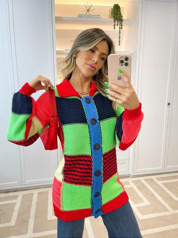 Casaco em tricot color com botões
