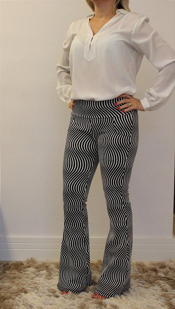 Calça flare jacquard branca com estampa preta  Zebra