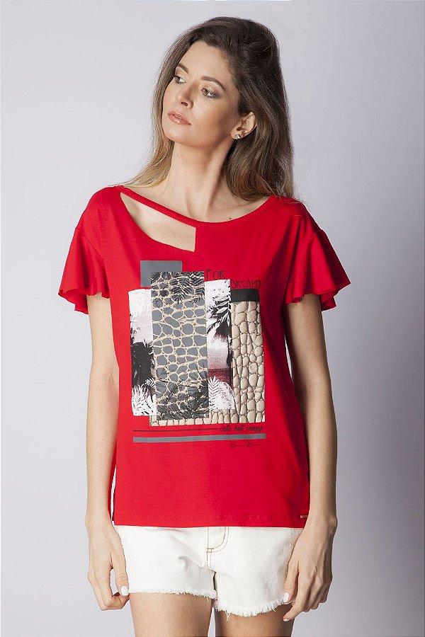 T-shirt Bana Bana com Recorte e Estampa Vermelha