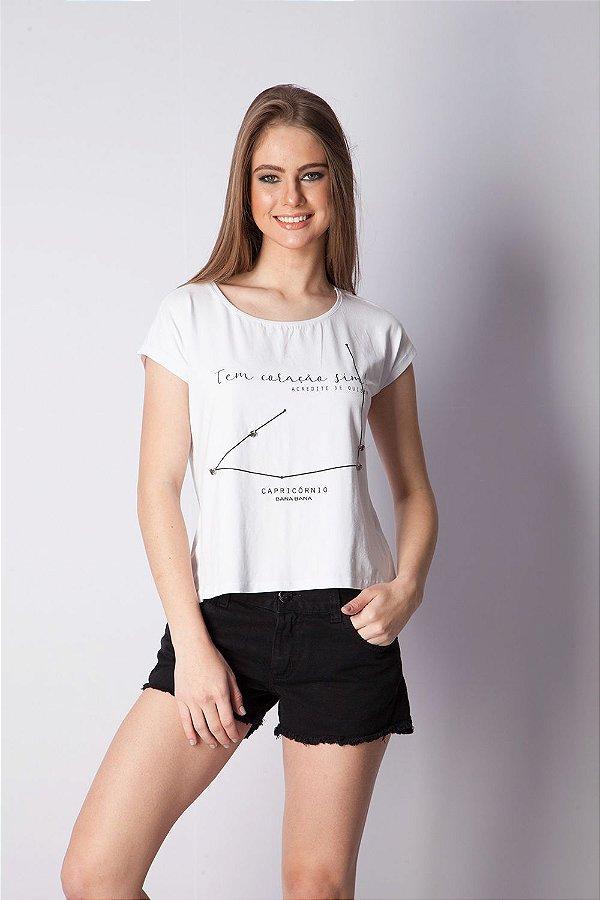 T-Shirt Bana Bana com Estampa de Signo Capricórnio Branca