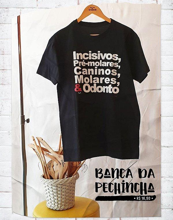 Camiseta Universitária - Odontologia - Dentada Violenta Bordô - Basic