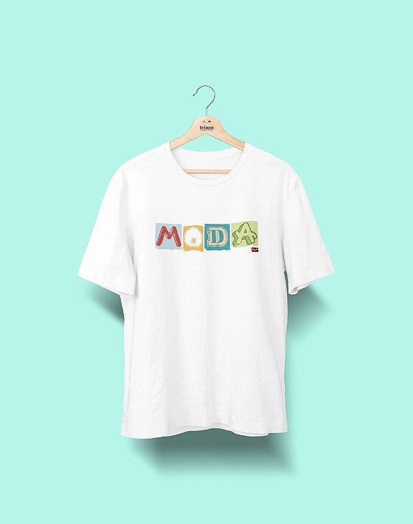 Camiseta Universitária - Design de Moda - Colagem - Basic