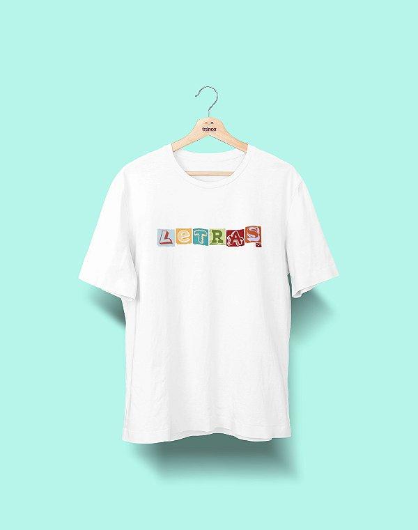 Camiseta Universitária - Letras - Colagem - Basic