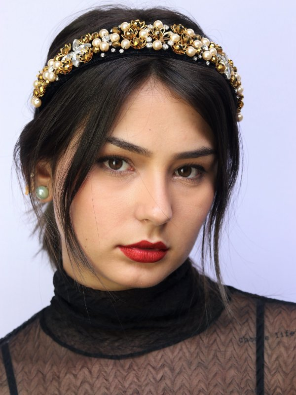 Tiara Veludo Pedrarias Queen Dourada