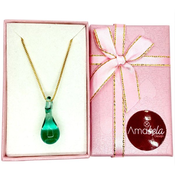 Colar com pingente de cristal artesanal gotinha verde claro