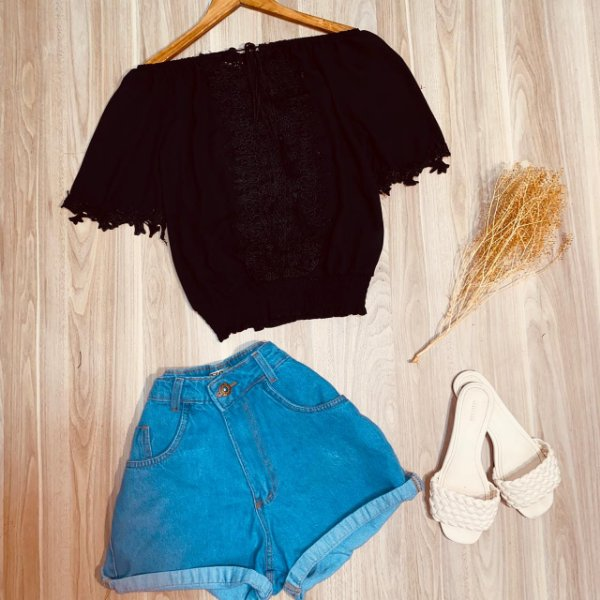 Blusa Ciganinha Top com Guipir Luana Black