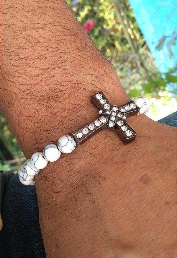 Pulseira Pedra Howlita Branca e crucifixo metal com strass branco