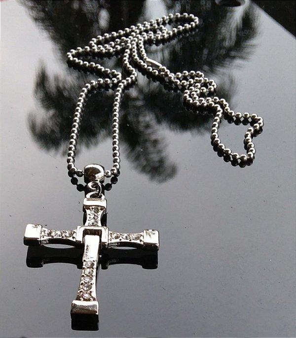 Colar Crucifixo Dominic Toretto em metal com strass