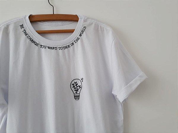 Camiseta - Be the change
