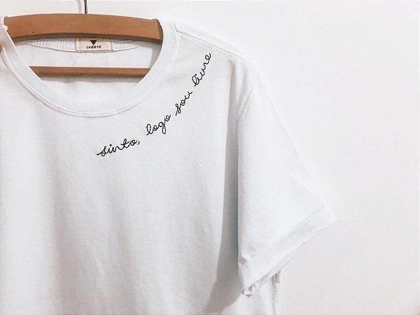 Camiseta - Sinto, logo sou livre