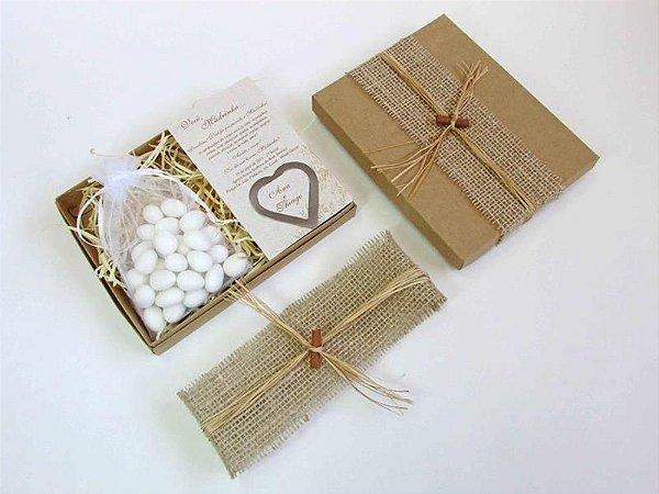 Convite para padrinhos modelo caixa rústica com marcador de livro e amêndoas (cada)