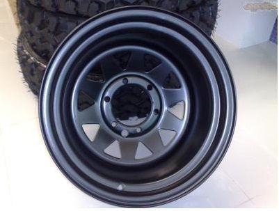 Roda Triangular Preta em aço - 15x8 - 6 furos x 139,7