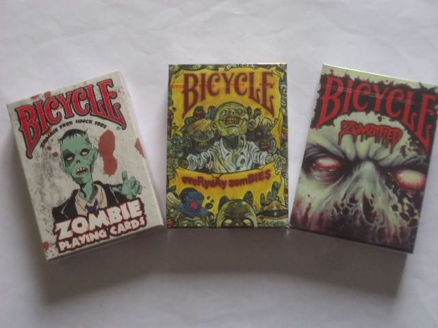 4A -  Baralhos Bicycle = Everyday Zombies - Zombifield - Zombies $38,80 cada