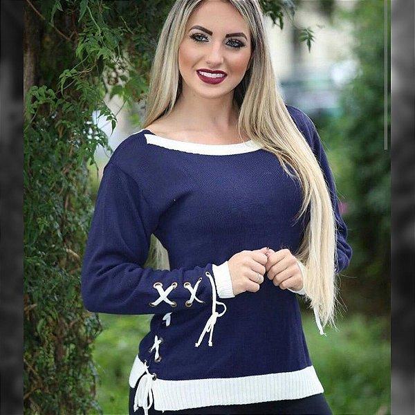 Blusa trico manga longa com ilhós azul marinho