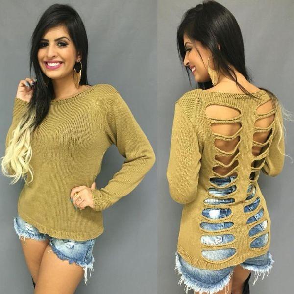Blusa trico rasgada nas costas