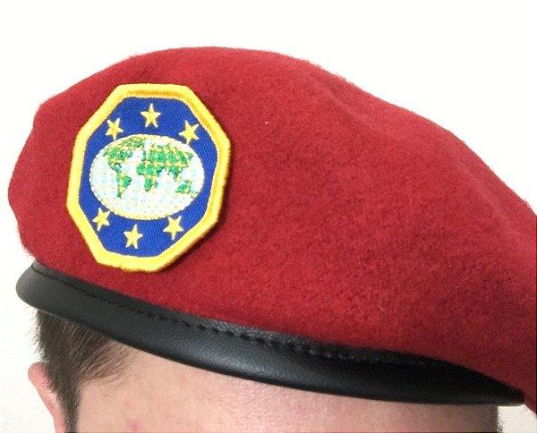 Boina Vermelha com Emblema de Líder - IASD7 - Desbravadores Online 97d5c7ee019