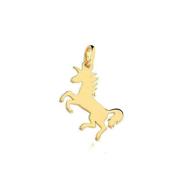 Pingente de cavalo liso folheado em ouro 18K