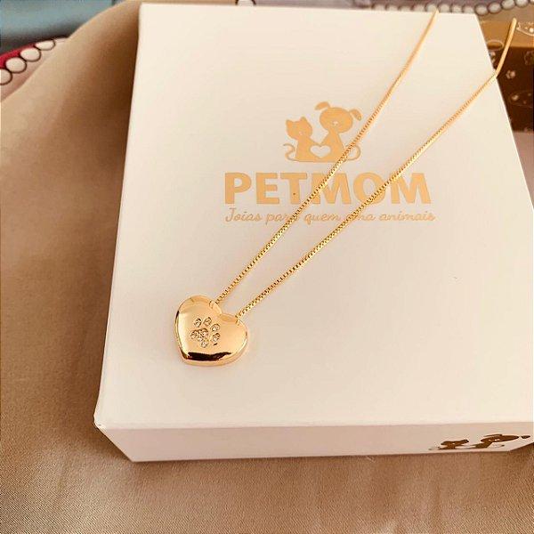 Colar com pingente de coração com patinha cravejada de zircônia folheado em ouro 18k