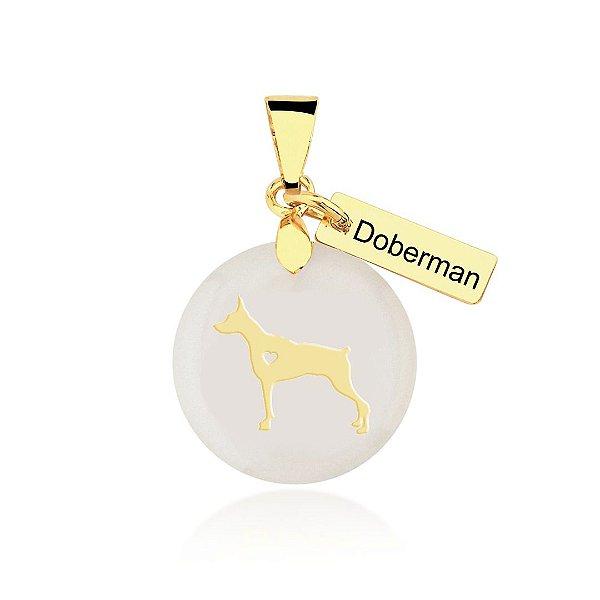 Pingente madrepérola raça Doberman folheado em ouro 18k
