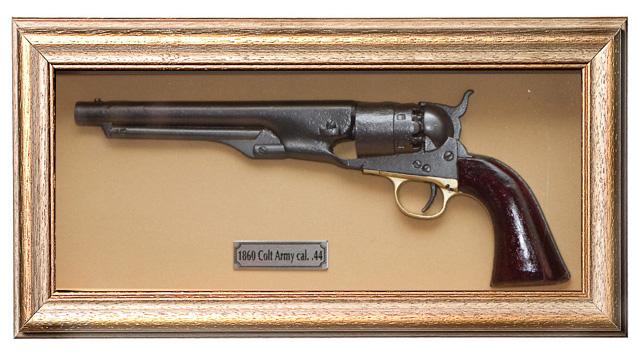 Quadro de Arma Resina KG Colt Army - Clássico