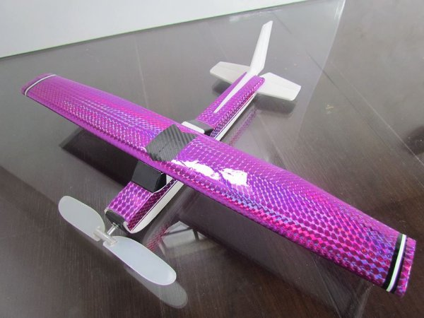 aeromodelo magenta