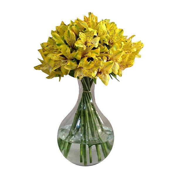 Arranjo Com Astromélias Amarelas no Vaso de Vidro