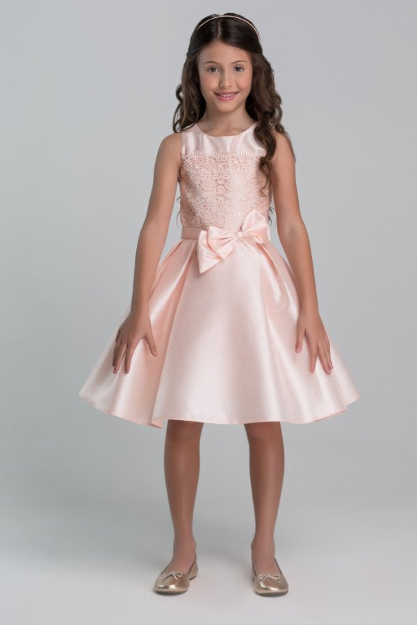 Vestido com tecido perolizado brilhante com renda e laço Salmon Petit Cherie Ref: 31432