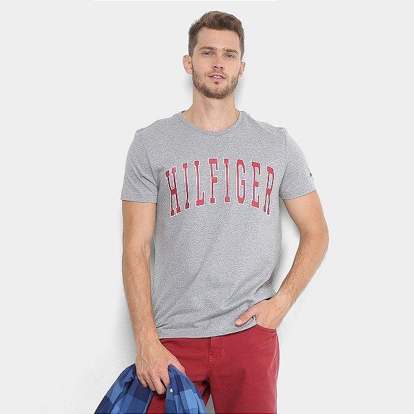 7713a034687 Camiseta Tommy Hilfiger Decote Careca Estampa Masculina - Branca ...