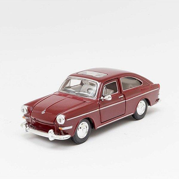 Miniatura 1967 Volkswagen 1600 Fastback - Maisto - 1:24