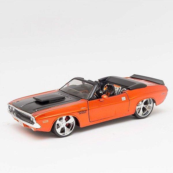 Miniatura 1970 Dodge Challenger RT Conversível Laranja - Maisto - 1:24