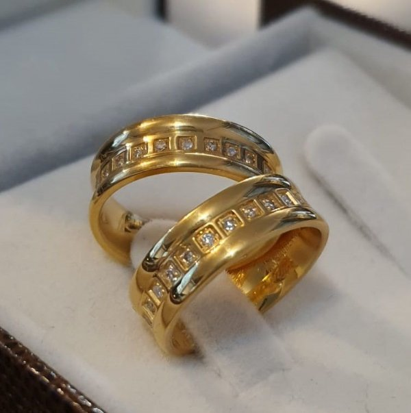 Par de Alianças Insp. Bruner - Diamantes - Ouro 18k