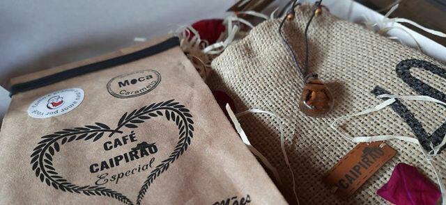Kit Presente Dia das Mães - Café Especial Moca 250g+ Colar de resina com grãos de café