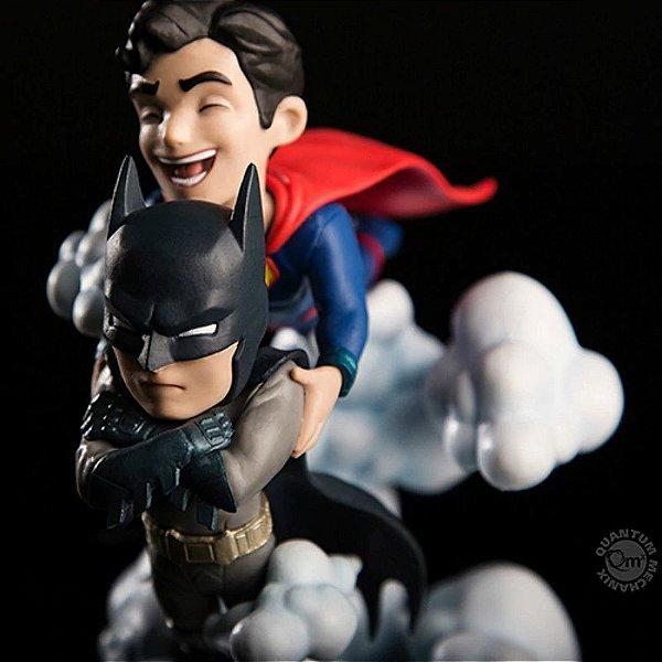 Escultura Batman e Super Man