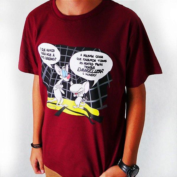 26a50f25dd3 Camiseta Pinky e Cérebro Bordô - Presente pra Crente