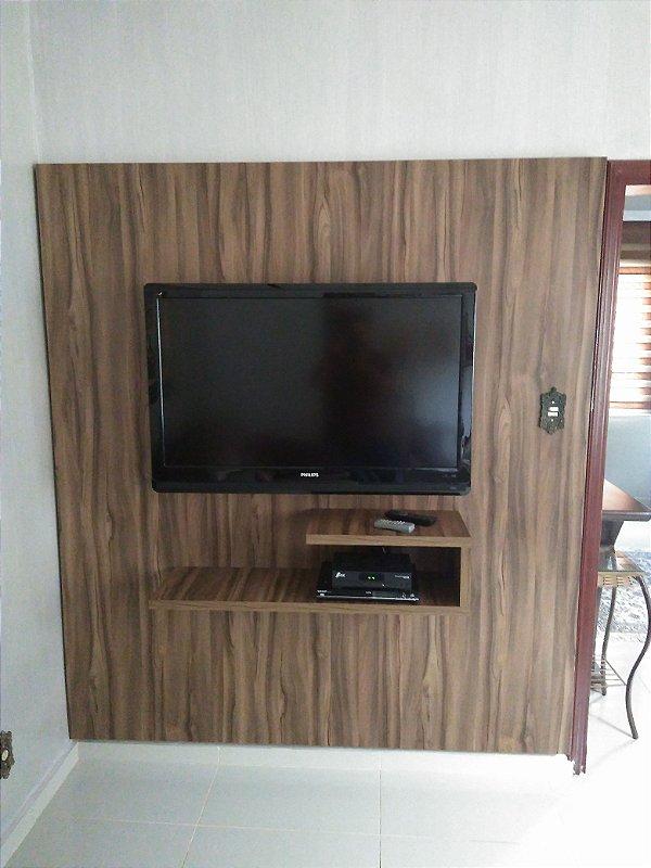 Painel para TV confeccionado em MDF de 15 mm Nogal Terracota da Arauco.