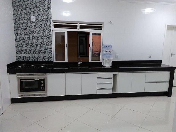 Cozinha Planejada Sob Medida em MDF Branco Texturizado.