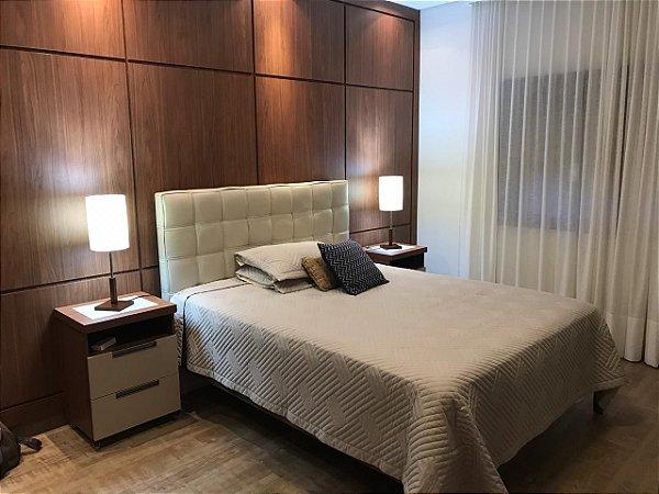 Dormitório Planejado Sob Medida em MDF Bco TX, MDF Nogueira Caiena e MDF Nude.